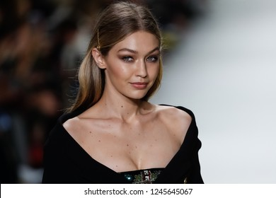 MILAN, ITALY - SEPTEMBER 22: Gigi Hadid walks the runway at the Versace show during Milan Fashion Week Spring/Summer 2018 on September 22, 2017 in Milan, Italy.