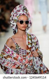 MILAN, ITALY - SEPTEMBER 22: Giulia Maenza walks the runway at the Versace show during Milan Fashion Week Spring/Summer 2018 on September 22, 2017 in Milan, Italy.