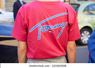 MILAN, ITALY - SEPTEMBER 23, 2018: Man with pink Tommy shirt with blue writing before Fila fashion show, Milan Fashion Week street style