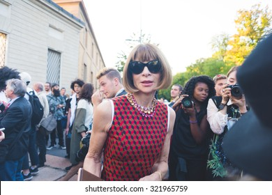 MILAN, ITALY - SEPTEMBER 25: Anna Wintour at Milan Fashion week, Italy on SEPTEMBER 25, 2015. Anna Wintour is the famous director of vogue magazine