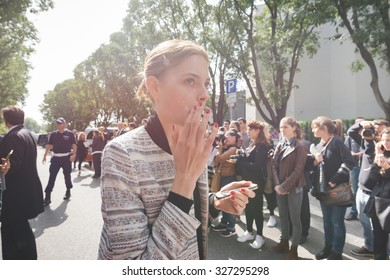 MILAN, ITALY - SEPTEMBER 28: People during Milan Fashion week, Italy on SEPTEMBER 28, 2015. Eccentric and fashionable people waiting models and vips outside city at Milan fashion week