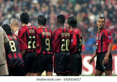 """Milan Italy,20 October 2004,""""SAN SIRO"""" Stadium, UEFA ChampionsLeague 2004/2005,AC Milan-FC Barcelona:The Milan players,Gattuso,Kaka,Inzaghi,Seedorf and Pirlo, are in barrier waiting for the free kick"""