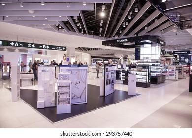 Duty Free Shop Images, photos et images vectorielles de stock ... a9b0bde03ac6