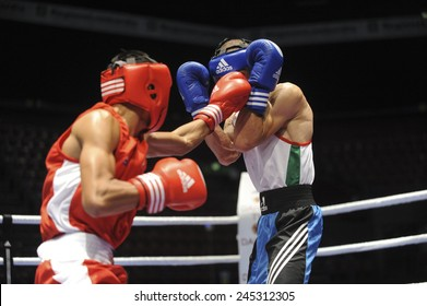 MILAN, ITALY-SEPTEMBER 05, 2009: non professional boxe match tipon vs ouradi of the boxe amateur world championship, in Milan