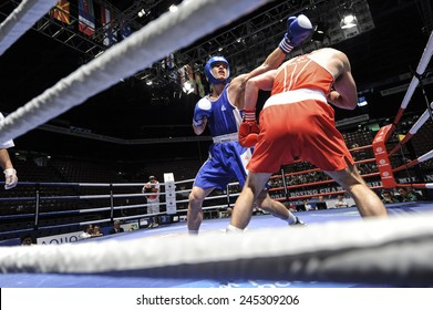 MILAN, ITALY-SEPTEMBER 07, 2009: non professional boxe match egan vs monroy of the boxe amateur world championship, in Milan