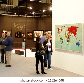 MILAN - MARCH 27: People visit paintings galleries during MiArt ArtNow, international exhibition of modern and contemporary art March 27, 2010 in Milan, Italy.