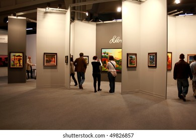 MILAN - MARCH 27: People visit MiArt ArtNow, international exhibition of modern and contemporary art March 27, 2010 in Milan, Italy.