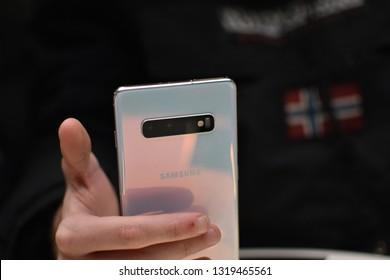 Milano, Italia - 22 February 2019 Samsung Galaxy S10