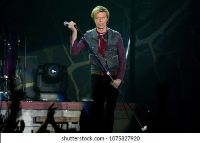 """Milano Italy 23 October 2003 ,Live concert of David Bowie """" Reality Tour 2003"""" at the FilaForum of Assago:  David Bowie during the concert"""