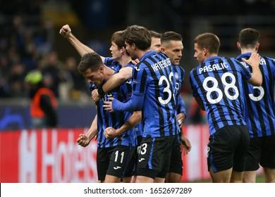 Milano, Italy, February 19 2020 the squadra (atalanta) celebrates the goal of remo freuler (atalanta) during Atalanta vs Valencia Soccer Champions League Men Championship