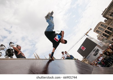 MILANO - ITALY - MAY 9: free style Rollerblade held at the Cathedral of Milan on 9 May 2010. young men competed on free ramps thanks to the consent of the municipality of Milan to support the sport.