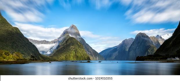 Milford Sound, Nouvelle-Zélande. - Miter Peak est le point de repère emblématique de Milford Sound dans le parc national de Fiordland, au sud de l'île de Nouvelle-Zélande.