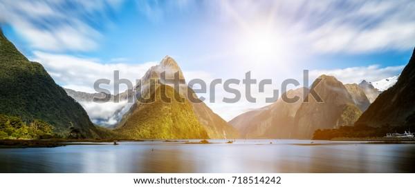 Милфорд Саунд, Новая Зеландия. - Митр Пик является культовой достопримечательностью Милфорд Саунд в Национальном парке Фьордленд, Южный остров Новой Зеландии.