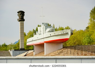 Military boat since the Second World War on a pedestal in Volgograd!