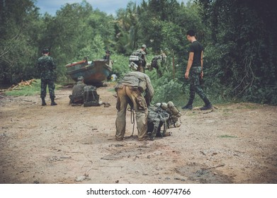 Military reconnaissance, surveillance, reconnaissance, spying in the forest ,  Military patrols.
