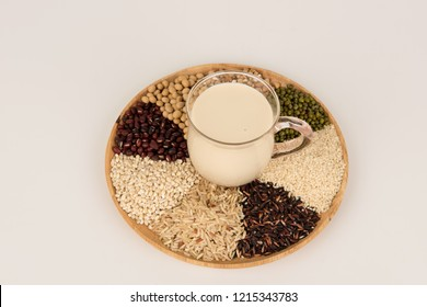Milk cereal mixed with brown rice and rice berry with medicinal properties.