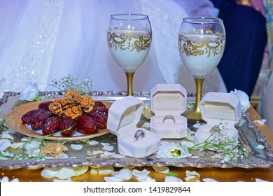 Milk and dates. They present in the Moroccan wedding