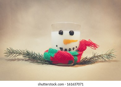 Milk in a glass, a bit of water color paint, pine as arms and we have a Milky Snowman. Ideal for Marry Christmas Card.