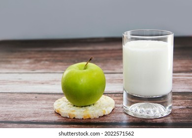 Milk kefir in a glass, diet crusty bread and green apple