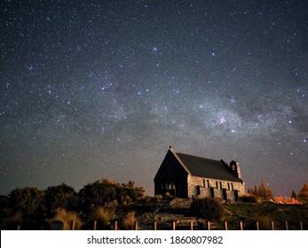 Milchweg über die Kirche des guten Hirten, See Tekapo, Neuseeland