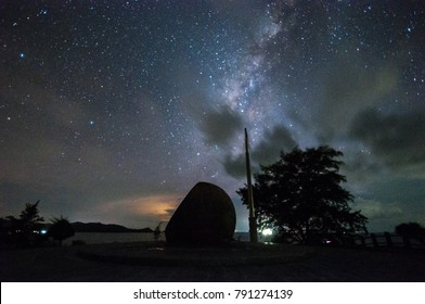 Milkyway at night with Tip of Borneo marker