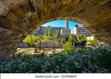 Mill Ruins Park beyond the Stone Arch Bridge. Minneapolis, Minnesota.