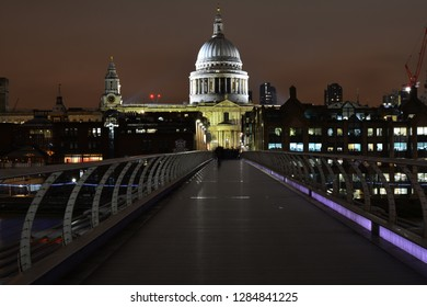 millenium bridge in the night