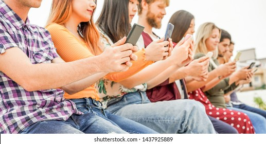 Millennials friends watching videos on smartphones  - People addiction to new technology trends - Concept of youth, commute, tech, social and tee generation trends - Focus on close-up hand