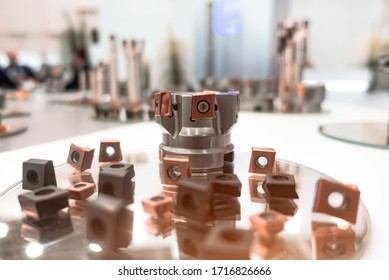 Milling cutters with mechanical fastening of many-sided cutting inserts. Shallow depth