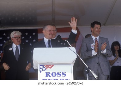 Millionaire businessman and Presidential candidate Ross Perot speaks at a petition drive in Orange County California. 1992
