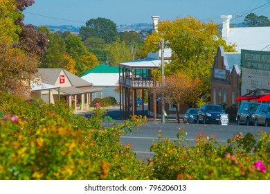 Milthorpe Orange N.S.W AUSTRALIA, a small village near Orange that has grea houses and history favorite by tourists, with cafes and top restaurant.