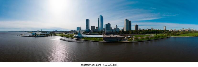 Milwaukee Skyline from Veterans Park - Milwaukee Art Museum