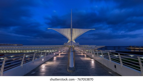 MILWAUKEE, WISCONSIN - NOVEMBER 15: Reiman Pedestrian Bridge leading into the Milwaukee Art Museum on November 15, 2017 in Milwaukee, Wisconsin