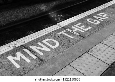 Mind the gap sign on platform