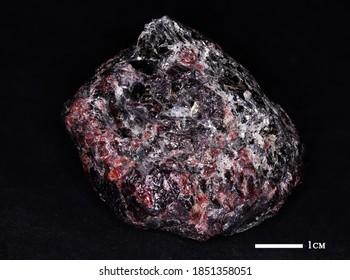 Mineralgarn auf schwarzem Hintergrund