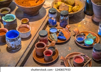 Mineral ingredients for Pigments powders for oil paints like they were made by dutch master painters in golden age 17th century in Amsterdam