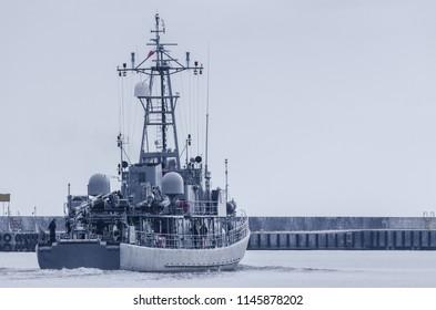 MINESWEEPER - The Polish warship is sailing into the sea