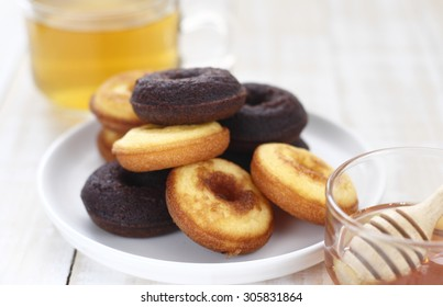 mini donut cake, chocolate donut cake with honey, hot tea