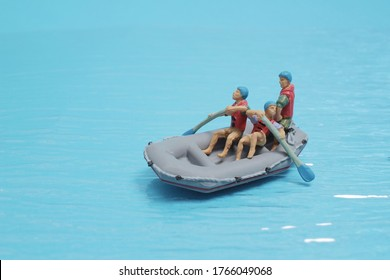 the mini figure Rowing Toy Rowboat