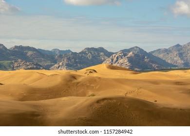 mini gobi desert in mongolia