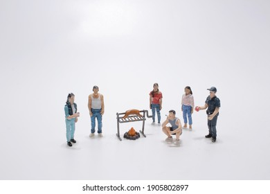 the mini group of figures at Summer Barbecue