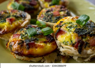 Mini healthy egg breakfast quiches with ham and spinach
