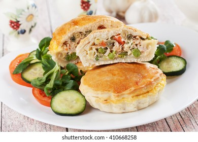 Mini pie filled with chicken meat and vegetables