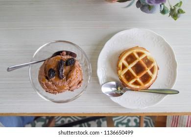 Mini round Belgium waffle served with chocolate ice cream