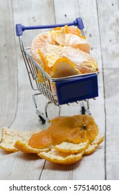 Mini shopping cart with segments of clementines and tangerines