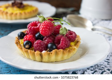 mini tart with fresh berry