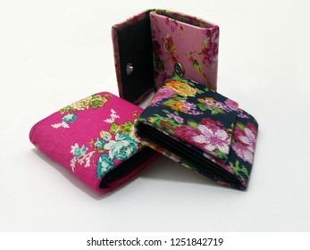 Mini wallet souvenir with a shabby flower pattern