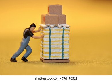 miniature figurine of a worker pushing a pallet without a trolley