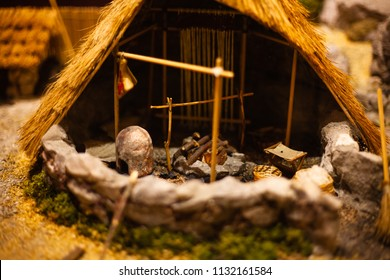 Miniature model of hut. Playing toy for a kid. Hut playset for kids. Mini hut for display. Realistic hut model. Model house. Wood house models for kids.