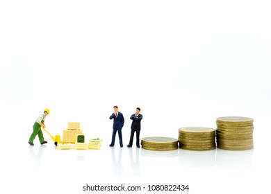 Miniature people: Buy product from merchant middlemen to sell to the market launch. Image use for economic administration, marketing business concept.